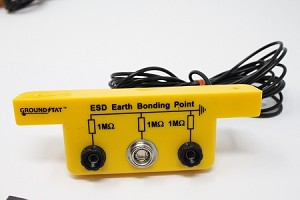 Slim Line Earth Bonding Bar 2 x 4mm Banana Sockets 1 x 10mm Stud GroundStat™
